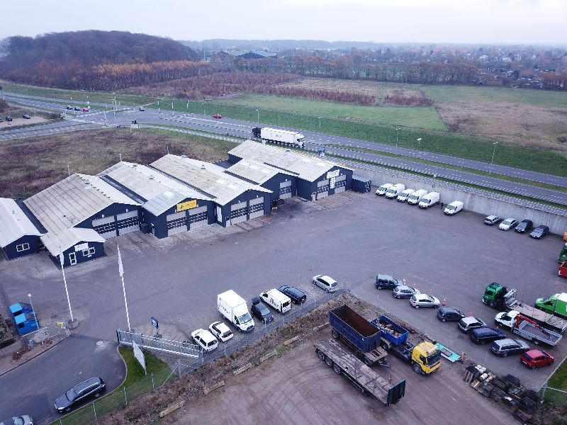Odense Auto-El ApS 2017, set fra drone. Odense Auto-El ApS har mekanisk værksted for personbiler. Vi har også en smede- og hydraulikafdeling.